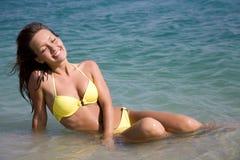 bikini να βρεθεί γυναίκα θάλασ Στοκ Εικόνες