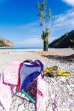 Bikini, alette di sport ed asciugamano immagini stock libere da diritti