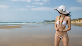 Bikini bianco d'uso della corda della donna Fotografie Stock