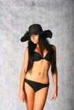 bikini brunette προκλητικό Στοκ εικόνες με δικαίωμα ελεύθερης χρήσης