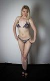 Bikini d'uso biondo immagini stock