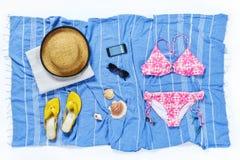 Bikini del verano del sombrero de la toalla del libro Foto de archivo