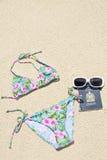 Bikini della stringa sulla spiaggia fotografie stock