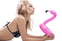 Bikini en roze vlotter stock foto
