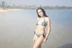 Bikini på stranden royaltyfri fotografi