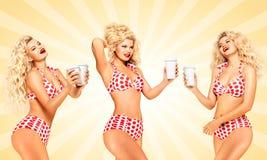 Bikini und Kaffee Lizenzfreie Stockfotografie
