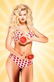 Bikini und Pampelmuse Lizenzfreie Stockfotos