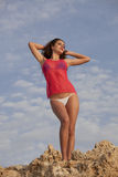 Bikinikvinna vid solnedgång Royaltyfri Foto