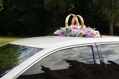 bil dekorerad isolerad gifta sig white Arkivbild