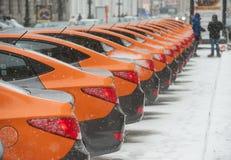 Bil-dela - öppningen av en ny tjänste- bilhyra per minut Fotografering för Bildbyråer