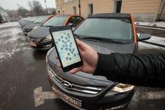 Bil-dela - öppningen av en ny tjänste- bilhyra per minut Royaltyfria Foton