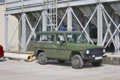 Bil för den militära polisen royaltyfria bilder