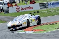 Bil för Ferrari 458 utmaning EVO på det Monza spåret - Ferrari utmaning April 2015 Royaltyfri Fotografi