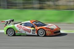 Bil för Ferrari 458 utmaning EVO på det Monza spåret - Ferrari utmaning April 2015 Royaltyfri Foto