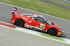 Bil för Ferrari 458 utmaning EVO på det Monza spåret - Ferrari utmaning April 2015 Fotografering för Bildbyråer