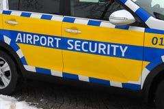 Bil för flygplatssäkerhet arkivbild