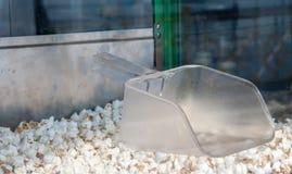 bil för produktion av smakligt popcorn Arkivfoton