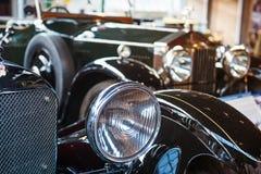 Bil för tappning för billyktalampsvart klassisk med bilder för tappningeffektstil Svart klassiskt bilbegrepp Selektivt fokusera k royaltyfria foton