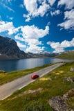 Bil i berg av Norge, Europa arkivbild