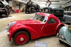 Bil i det tekniska museet i Prague 7 Royaltyfri Foto
