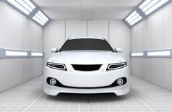 Bil i garage Arkivfoton