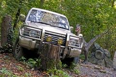 Bil i jurassic park royaltyfria bilder