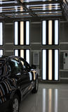 Bil i ljusa tunneler Arkivbild