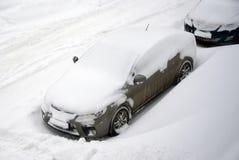 Bil i snöig väder Fotografering för Bildbyråer