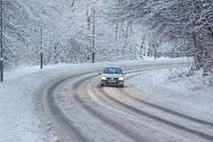 Bil i Snow Fotografering för Bildbyråer