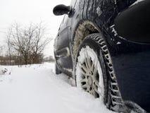 Bil i snow Arkivbilder
