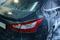 Bil i straffavgift på biltvätt Royaltyfria Bilder