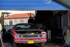 Bil i tjänste- mitt för bilreparation fotografering för bildbyråer