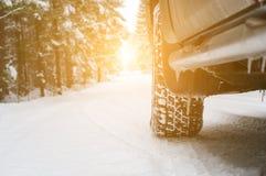 Bil i vintern Arkivfoto