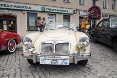 Bil MG 1600, främre sikt, retro designbil Royaltyfria Bilder