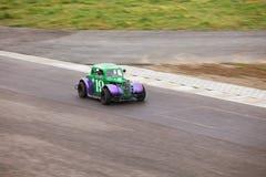 Bil nummer 19 på löparbana Arkivfoton