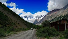 Bil och Midui glaciär Royaltyfri Fotografi
