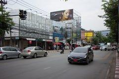 Bil och trafik på den Chiangmai stadsvägen Royaltyfri Bild