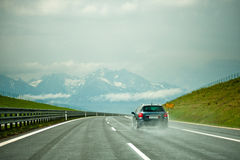 Bil på autobahnen Arkivfoto
