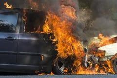 Bil på brand Royaltyfri Bild