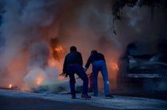 Bil på brand Arkivfoton