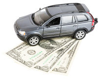 Bil på dollar royaltyfri bild