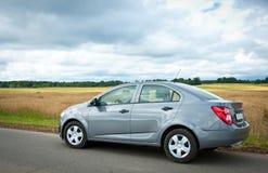 Bil på en väg Fotografering för Bildbyråer
