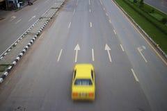 Bil på hightway fotografering för bildbyråer