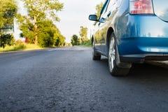 Bil på landsvägen Fotografering för Bildbyråer