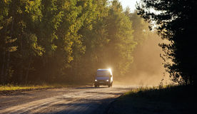 Bil på vägen Royaltyfri Fotografi