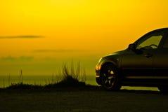 bil parkerad solnedgång royaltyfri fotografi