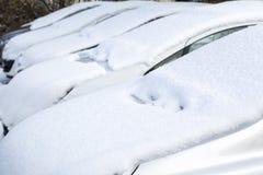 Bil som begravas under snö Arkivfoton