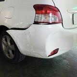 Bil som bucklas efter olycka Arkivfoton