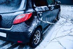 Bil som pudras med snow. Fotografering för Bildbyråer