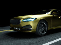 Bil som slås in i guld- kolfilm Arkivfoton